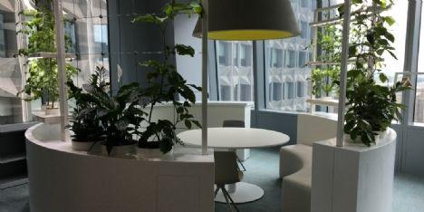 Mobilier : trois entreprises ont revu leurs espaces de travail pour favoriser l'échange