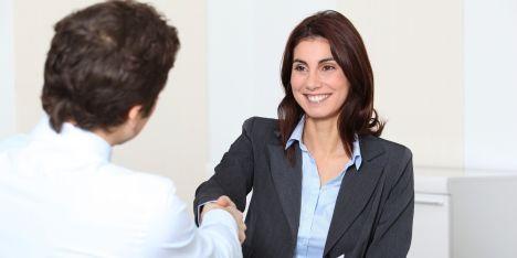 Comment les meilleurs commerciaux parlent-ils avec leurs clients ?